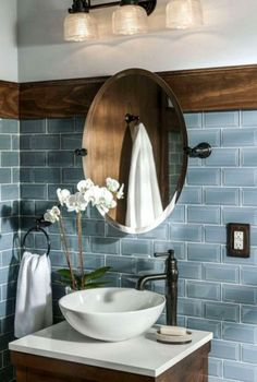Amazing Bathroom Design Ideas For Small Space 11. Don't like the mirror or the sink but keep everything else #ModernBathroom