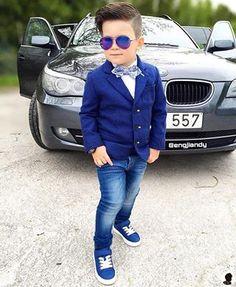 This is how to nail a blue outfit. Everybody learning with @engjiandy!  ------------------- É assim que se arrasa em uma roupa azul. Todos aprendendo com o @engjiandy!
