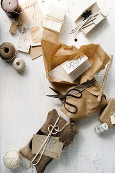 batixa:    (via Christmas Wrapping by Glen Proebstel ♥ Коледни опаковки с Глен Проебстел | 79 Ideas - a blog about decoration, design, decor, fashion, food and other pretty things)