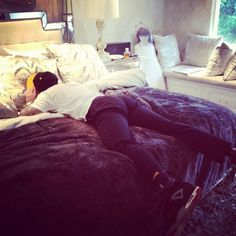 Kylie Jenner pic of Rob Kardashian Passed Out in Kendall's Bed Bedroom Inspo, Bedroom Sets, Girls Bedroom, Bedroom Decor, Teen Bedrooms, Bedroom Inspiration, Kendall Jenner Bedroom, Kylie Jenner, Kris Jenner House