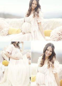 Lovely, Feminine Maternity Session. So pretty!