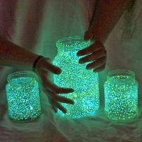 DIY Halloween Jars - glowsticks and glitter Diy Halloween Jars, Halloween Crafts, Holiday Crafts, Summer Crafts, Halloween Party, Funny Halloween, Halloween Night, Spooky Halloween, Diy Christmas