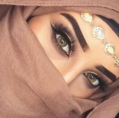 hijab makeup Uploaded by princess Rose. Find images and videos about girl, makeup and eyes on We Heart It - the app to get lost in wha. Arabian Eyes, Arabian Makeup, Beautiful Hijab, Beautiful Eyes, Pretty Eyes, Beautiful Arab Women, Mode Turban, Hijab Makeup, Muslim Beauty