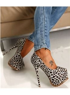 Heels and jeans – Lady Dress Designs Pretty Shoes, Beautiful Shoes, Cute Shoes, Me Too Shoes, Hot High Heels, Sexy Heels, Stiletto Heels, Crazy High Heels, Heeled Boots