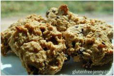 Cookies for breakfast?  What more could a kid want. These gluten free breakfast cookies are like having a bowl of porridge for breakfast (like my Banana Oatmeal Breakfast Squares!). As a family we sit down and eat the most important meal of day.  However these cookies will be perfect come ski season.  Pack these …