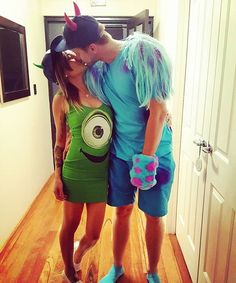 DIY couples sully and mike costumes😊 Disney Couple Costumes, Girl Superhero Costumes, Unique Couple Halloween Costumes, Super Hero Costumes, Sully Halloween Costume, Mike And Sully Costume, Halloween Coatumes, Diy Costumes, Costumes For Women