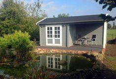 Idyllisch am See gelegen: Gartenhaus Max-44 ISO. Falls Sie auch einen Teich im Garten anlegen möchten, wir haben da ein paar Tipps für die Teich-Gestaltung.