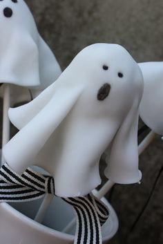 Geister-PopCakes aus Oreo-Keksen