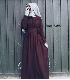 """Dârul Atlas (@darulatlas) on Instagram: """"Eskimeyen eskilerden Medine ipeği robalı ferace elbisemizÖn tarafı baştan başa gizli…"""""""