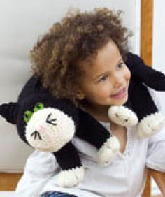 A huge collection of over fifty free amigurumi crochet patterns. Browse through the images to find the perfect amigurumi pattern! Crochet Gratis, Cute Crochet, Crochet For Kids, Crochet Dolls, Crochet Baby, Knit Crochet, Crochet Cushions, Crochet Pillow, Cat Pillow