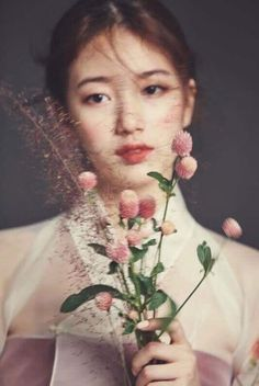 Suzy's ethereal looks in a hanbok for December Look Beautiful picture but not her character (troppe parolacce)
