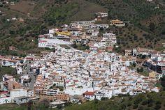 #Arenas, axárquico pueblo de origen morisco, aún conserva vestigios en su Castillo de Bentomiz. En octubre celebra su tradicional Feria de la Mula. Un rincón singular de aproximadamente millar y medio de habitantes que merece la pena visitar.