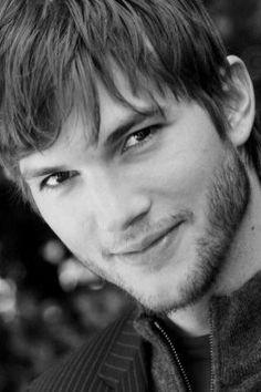Ashton Kutcher. Sooooo pretty. ;)