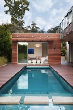 Gotta have a pool house! modern pool by Maienza-Wilson Interior Design + Architecture Living Pool, Outdoor Living, Ideas De Piscina, Modern Pool House, Modern Backyard, Moderne Pools, Pool House Designs, Eco Friendly House, Pool Houses