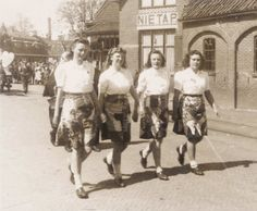 Van links naar rechts: Roelie van de Velde, Lina Harms, Stien Bosman en Iepie Buitenkamp bij het station Nietap. Koninginnedag 1946. Foto: Groninger archieven. Museum, Fashion, Moda, Fashion Styles, Fashion Illustrations, Museums