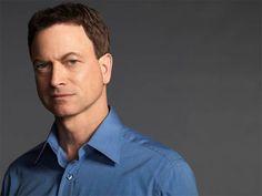Viúvo precoce…conheça mais sobre a vida do líder dos detetives de CSI New York, Mac Taylor! http://r7.com/0iRv