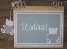 Caderno de Mensagens para maternidade ou chá de fraldas, personalizado em scrap com miolo de envelopes.  este e outros modelos em www.amornopapel.elo7.com.br