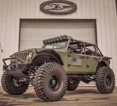 The hellcat jeep is one big machine! Jeep Tj, Jeep Wrangler Jk, Jeep Wrangler Unlimited, Jeep Cars, Jeep Truck, Us Cars, Off Road Jeep, 4x4 Off Road, Badass Jeep