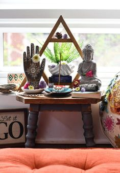 Creating a sacred space helps to create an inspiring, quiet spot for the soul purpose of sitting with yourself and the Divine. Meditation Room Decor, Meditation Corner, Meditation Space, Meditation Altar, Crystal Altar, Spiritual Decor, Wiccan Altar, Zen Space, Zen Room