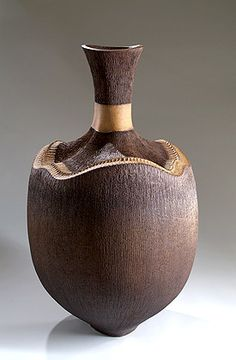 Amazing—hand-built coil pot by Wendy Hoare at Studiopottery.co.uk - 2008. Nutshell, 1 metre high, crank clay.
