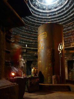 Giant Shivalingam at Matangeshvara Temple, Khajuraho.