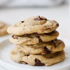 These dark chocolate chunk cookies are sprinkled with sea salt before baking and are deliciously chewy. Triple Chocolate Chip Cookies, Chocolate Chip Muffins, Chocolate Chip Oatmeal, Chocolate Chip Cookie Dough, Dark Chocolate Chips, Cookie Base Recipe, Cookie Recipes, Dessert Recipes, Healthy Desserts