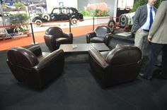 Location fauteuil club cuir chocolat pour le salon de l'automobile.Salon Rétromobile de Paris. Stand Bentley + Bugatti Paris Expo, Porte de Versailles. Février 2014. http://www.location-mobilier-paris.com/Location-de-Fauteuils-Trones-de-mariage/1750-location-de-fauteuil-club-1-place-cuir-choco.html - #decoprive