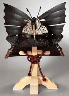 PARTAGE OF JAPAN SPECIALIST.......ON FACEBOOK........ BUTTERFLY MOMONARI - KABUTO ( PEACH - SHAPED HELMET )......EDO PERIOD......18TH CENTURY.......