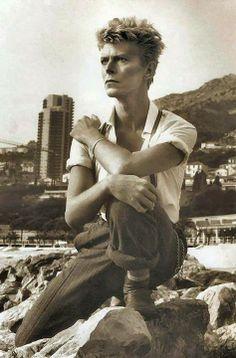 David Bowie by Helmut Newton, Monte Carlo 1983 David Bowie by Helmut Newton, in Monte Carlo – I am not the author of this image. Check out David Bowie's portrait by David LaChapelle right here Helmut Newton, Anthony Kiedis, David Jones, Michael Fassbender, Tilda Swinton, The Thin White Duke, Black And White, White Sea, Black Men