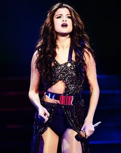 omg why can't I just be Selena Gomez?!?! so HOT <33