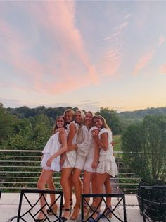 See more of claudinabuccb's VSCO. Friend Group Pictures, Bff Pictures, Best Friend Pictures, Summer Pictures, Insta Pictures, School Pictures, Friend Poses, Friend Beach Poses, Cute Poses