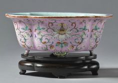 A pink-ground famille-rose jardinière, Qing dynasty, Qianlong period (1736-1795)