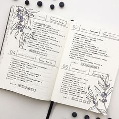 These days on my Bullet Journal This time I decorated my layout with some berries! For the next days I'm trying a new layout that I'll show you soon!