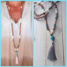 long sautoir style mala, perles bois, -turquoises et pompon gris- / bohème / boho / hippie chic