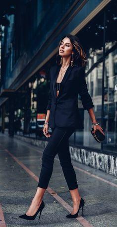 Look total black calça social blazer Fashion Blogger Style, Fashion Mode, Look Fashion, Feminine Fashion, Luxury Fashion, Women's Fashion, Trendy Fashion, Milan Fashion, Affordable Fashion
