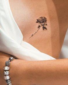 40 meilleurs tatouages de rose Qu'est-ce qu'une rose dans le corps d'une femme? Rose Tattoo: Qu'est-ce que cela signifie? Aujourd'hui, nous allons essayer de comprendre le s... Tatouage