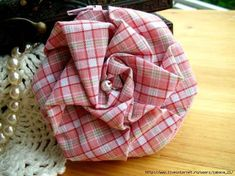 I loved this flower patchwork Cloth Flowers, Diy Flowers, Fabric Flowers, Paper Flowers, Quilting Tutorials, Quilting Projects, Sewing Tutorials, Sewing Projects, Art Tutorials