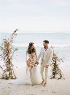 Small Beach Weddings, Simple Beach Wedding, Beach Wedding Colors, Beach Wedding Photos, Beach Wedding Photography, Wedding Photoshoot, Romantic Beach, Romantic Weddings, Photography Poses