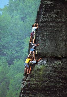 Met elkaar berg beklimmen