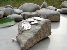 Bracelet triangles et perle d'eau douce, bijou original et pierre fine, bijou chic : Bracelet par lapassiondisabelle