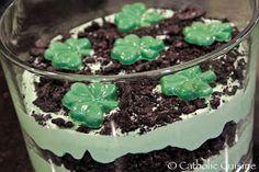 Saint Patrick's Day Fun and Green Food Recipes Holiday Snacks, Holiday Recipes, Yummy Treats, Sweet Treats, St Patrick Day Treats, St Patricks Day Food, My Bridal Shower, St Pattys, Trifle