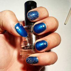 Blue starry nails with glitters