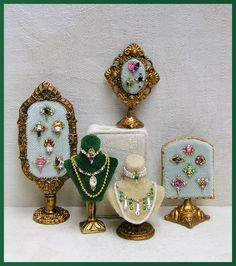 Miniature jewelry displays from Good Sam Showcase of Miniatures: At the Show - Accessories