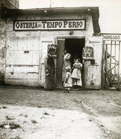 Osteria del Tempo Perso in which Paul Bourget set the duel scene in Cosmopolis. Photography by Giuseppe Primoli (ca Rome, Primoli Foundation Italia Vintage, Vintage Italy, Old Pictures, Old Photos, Vintage Photographs, Vintage Photos, Black And White Pictures, Black White, Rome
