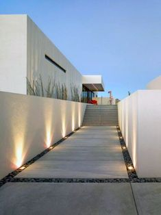 Have you just bought a new or planning to instal landscape lighting on the exsiting house? Are you looking for landscape lighting design ideas for inspiration? I have here expert landscape lighting design ideas you will love. Minimalist Landscape, Modern Landscape Design, Modern Garden Design, Modern Landscaping, Landscape Architecture, Architecture Design, Modern Minimalist, Landscaping Design, Modern Landscape Lighting