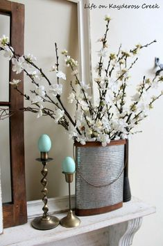 Farmhouse decor for Spring. See how we decorated for spring with vintage and ant… Farmhouse decor for Spring. See how we decorated for spring with vintage and antique finds and some diy projects from Life on Kaydeross Creek Rustic Kitchen Tables, Farmhouse Style Kitchen, Country Farmhouse Decor, Modern Farmhouse Kitchens, Vintage Farmhouse, Primitive Country, Country Homes, Diy Spring, Spring Home Decor