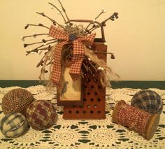 Re-purposed decorated cheese grater. Fun creative way to spice up your kitchen or any place in the house. Fall Crafts, Christmas Crafts, Christmas Decorations, Diy Crafts, Christmas Ornaments, Decor Crafts, Primitive Country Crafts, Primitive Decor, Rustic Fall Decor