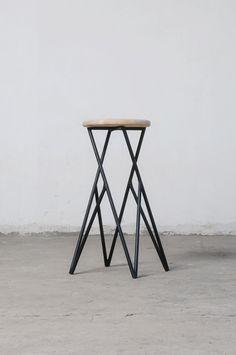 Linon is a minimalist design created by Chile-based designer Alberto Vitello