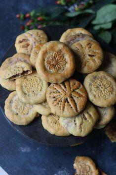 Stuffed Shortbread Cookies with Walnut-Fig-Cocoa Halwa/ Kolooche |foodfashionparty| #holidaycookiesexchange