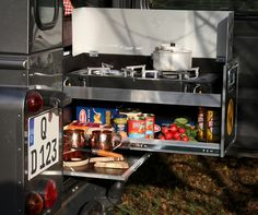 Last year, German camping module specialist Ququq turned the Mercedes G-Class into a makeshift off-road expedition vehicle with the G-Box. Now it's done the same for the Land Rover Defender, with the D-Box. Landrover Defender, Land Rover Defender Camping, Defender Camper, Defender 110, Auto Camping, Diy Camping, Camping Ideas, Ute Canopy, Mercedes G Class